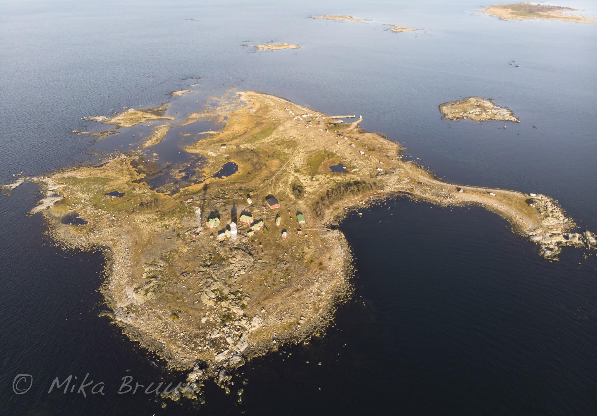 Dronekuva saaresta lokakuussa 2020. Kuva: Mika Bruun